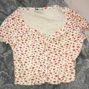Blommig tröja