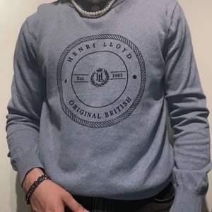 Säljer min henri lloyd sweatshirt, bra skick. Pris 400kr + frakt 79kr