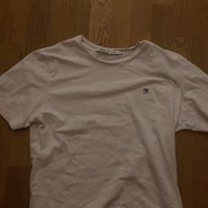 En fin ck t-shirt som är i storlek S, bra skick, skriv för mer bilder på tröjan!