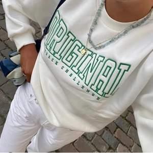 Populär sweater från Gina, helt slutsåld! Storlek S, passar tyvärr inte mig så har inte kommit till användning många gånger. Jättefint skick! Säljer vid ett bra pris 💚 första bilden är lånad!