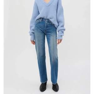Så snygga jeans from our Legacy, älskar men har tyvärr blivit för stora för mig, super snygg passform, hann endast använda dom ett fåtal gånger, aldrig tvättade  NYPRIS: 2400kr