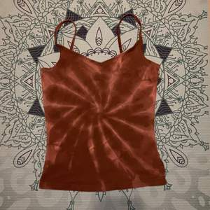 Brunt linne med hemgjord tie dye! Från Cubus. 🤎