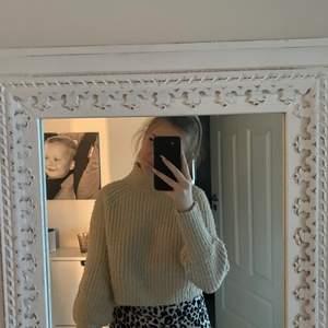 Beige stickad tröja frön Ullared, köpte inte alls länge sen och endast använd 1 gång, slt S
