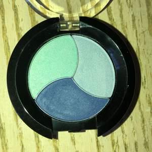 3 olika nyanser av blå. Ögonskugga från VeVay. Oanvänd