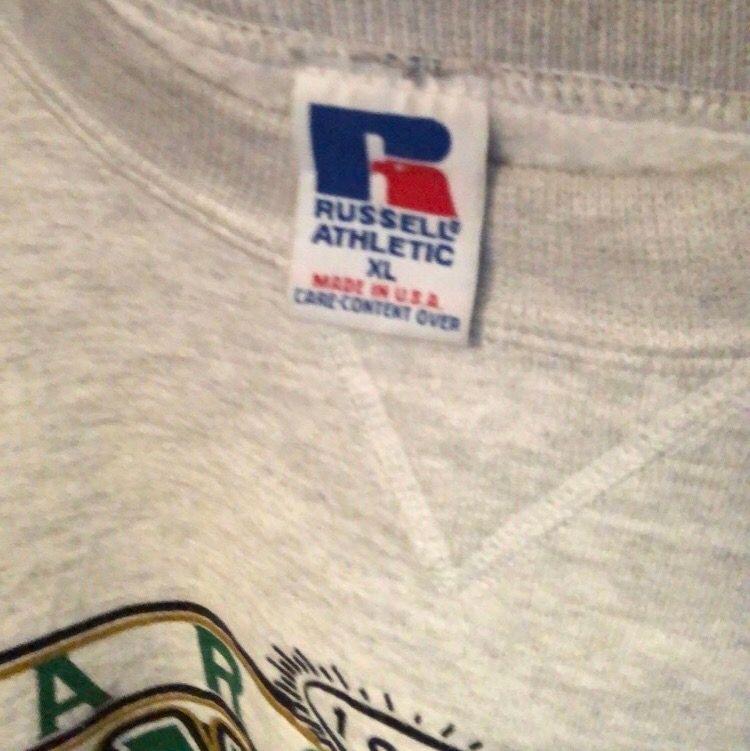 Russel athletics XL. Den är oversize och passar dam. . Huvtröjor & Träningströjor.