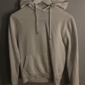 Vit hoodie från lager 157! Köparen står för frakten❗️
