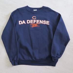 Cool Cincinnati sweatshirt strl M. 66 kr spårbar frakt.  Skicka meddelande vid frågor/fler bilder! Notera att små defekter kan finnas då den inte är ny. Större brister nämns tydligt i annonsen/visas på bild. OBS! Bud är bindande!!!!!!!