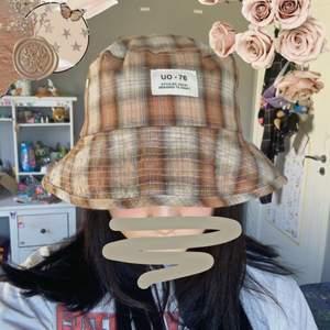 Fin buckethat köpt på Urban outfitters! Knappt använd 💫