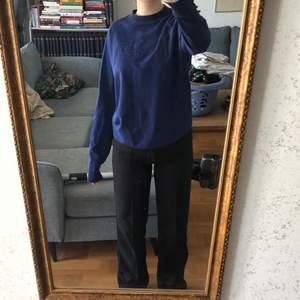 Säljer min killes Armani tröja i stl M. Nypriset ligger runt 900kr. Skriv om du har fler frågor💕