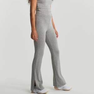 Tara rib trousers från ginatrickot. Använda ett fåtal gånger, väldigt fina. (Slutsålda på hemsidan)
