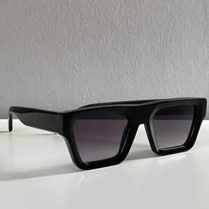 Chimi x HM svarta solglasögon, aldrig använda och alla boxar och tillbehör är nästan hemt orörda!
