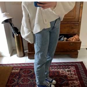 Blå raka långa jeans från ASOS, knappt använda men långa, passar mig som har 36 i vanliga fall