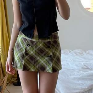 Så snygg kjol från Esprit köpt secondhand🤩 storlek M och jag är 176cm lång men bara att skriva för fler mått💖