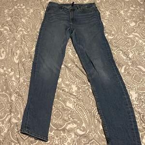 Jättefina mörkblåa jeans