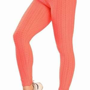 Tiktok leggings helt oanvända, säljer pga fel storlek.  Nypris 250