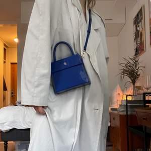 Intressekoll på en blå väska från Carin Wester. Fint skick. Nypris 399 så tänker mig runt 250🌞