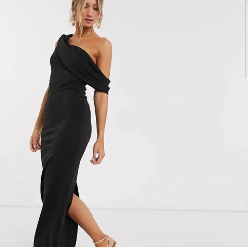 Super fin balklänning från asos. Den är slutsåld på hemsida och köpte den här på plick men den passade mig tyvärr inte, storlek 36💕 prislapp är kvar. Klänningar.