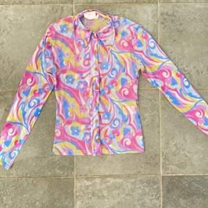Säljer denna mesh skjortan som skulle va så snygg i sommar med linne byxor och bikniki under. Köpt på Plick för 250❤️ säljer för samma pris. Frakt tillkommer på 24kr. As fin men ångrar mitt köp lite. ❤️