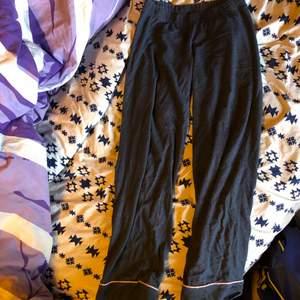Vanliga pyjamas byxor. Säljes p.g.a. Används ej
