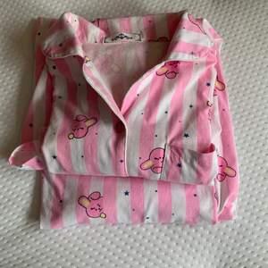 Bt21 pyjamas, väldigt bra skick står ej storlek men sitter som en S-M skulle jag säga ☺️