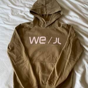 PRIS SÄNKT, TIDIGARE PRIS 230kr Hoodie med super trendig brun färg!! 🤎💕Priset går att diskuteras✨S men passar även M!! UNISEX