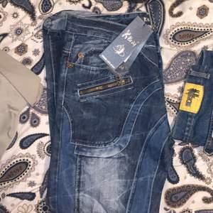 helt nya kosmo lupo jeans, för atora för mig så säljer de istället:) Storlek: 34