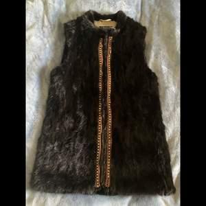 Säljer en jättefin päls jacka, finns inget fel på den!🦋