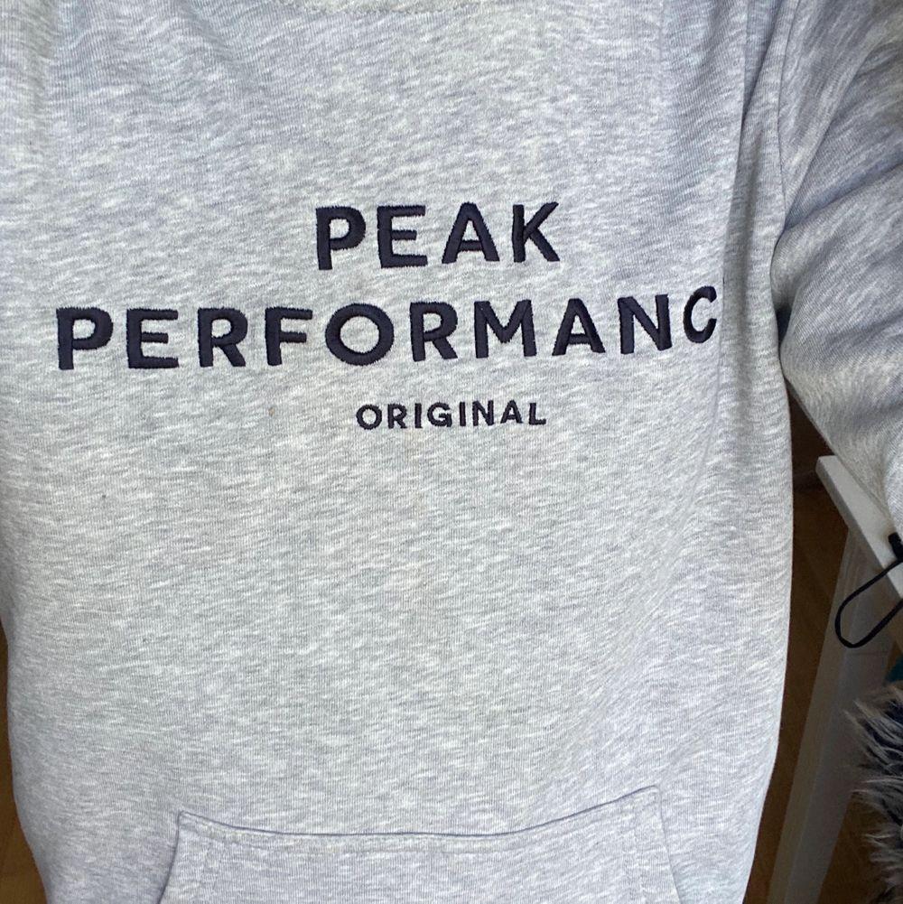 Peak performance hoddie köptes för 600-700kr säljer för 160⚡️. Huvtröjor & Träningströjor.