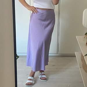 Superfin oanvänd kjol ifrån monki! Härlig färg och skön. Storlek 34!