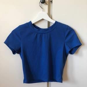 Jätte fin t-shirt 💙  Använd 1 gång och ha brätte bra skick
