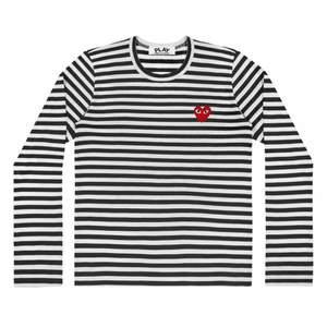 🤍🌧🪐Hej säljer min fina CDG tröja som inte kommer till användning så mycket. Storlek S men skulle säga att den sitter som en S-M. skicka för bilder med tröjan på.♥️ villig att sänka priset vid snabb affär(FRAKT STÅR FÖR KÖPAREN) köpt för 1.400kr ungefär på Paul&Friends