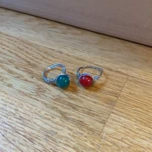 Vanliga ringar som innehåller nickel, välj färg själv😸