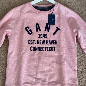 Denna Gant Hoodie har aldrig använts och passar perfekt till vardags! Storlek: 158/167 (sitter som XS)💜