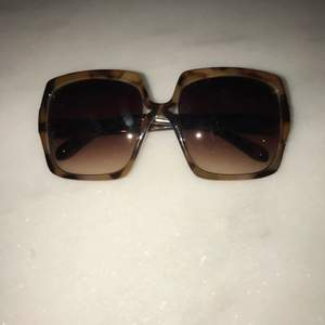Oversized sunglasses in perfect condition