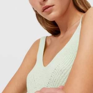 Aquamarin stickat linne , helt nyköpt och aldrig använd. Köptes för 200kr så bud från 70kr + frakt då det är väldigt bra skick💕💕 Storlek XS men skulle säga att det passar S också! (Lånad bild)