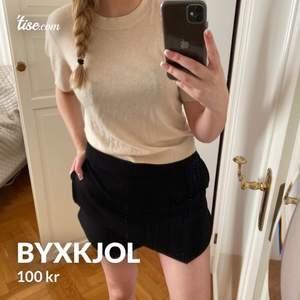 Byxkjol från bikbok, stl M