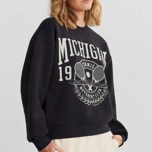 Säljer denna sweatshirt från ginatricot som inte kommer till användning. Köpare står för frakt på 66kr