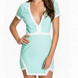 Helt ny klänning av märket Club L, köpt på Zalando för 600:-. Tags sitter kvar! Ge mig bud :-)