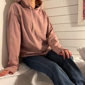 Clean hoodie / huvtröja från Just Junkies 💕.              Storlek: LStartbud: 150kr, Skriv buden till mig privat eller kommentera på bilden! Buda med minst 10kr varje gång ✨Köpare står för frakten