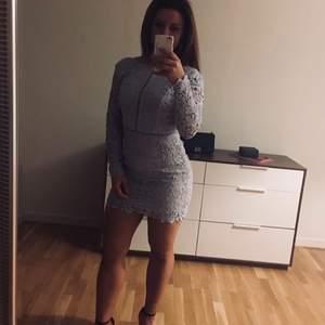 Sjukt snygg klänning använd 2ggr Köparen står för frakten