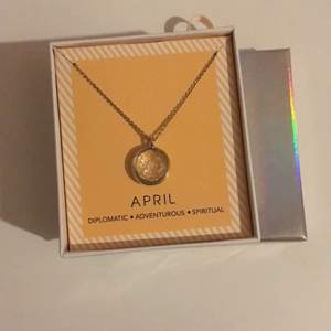 Oanvänt halsband med april månadssten