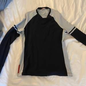 Prada tröja fina färger sitter fint storlek s-m stretchig