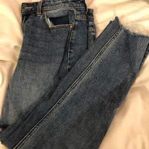 Tre stycken jeans . första bilden är ett par jeans från only ,andra är från hm och tredje är från hm skriv för mer beskrivning