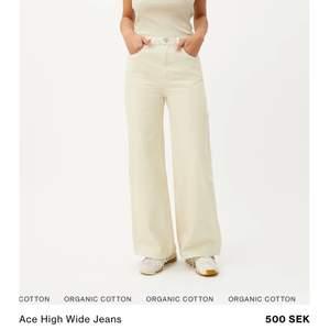 """Jeans weekday """"ace"""" i ljus biege färg:) sitter super fin och fina nu till våren! Är precis som nya!"""