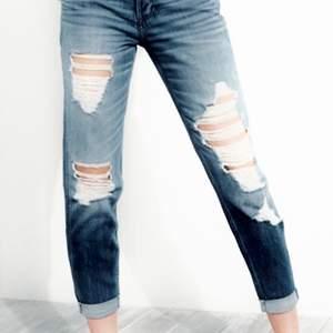 Hollister Low-Rise Boyfriend Jeans storlek W 25  L 24 äkta självklart  mycket snygga knappt använda hämtas kan frakta spårbar 66kr köparen betalar Hämtas kan frakra spårbar