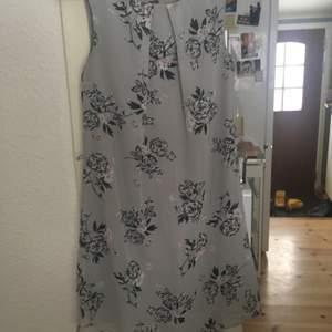 Vacker klänning stl 36