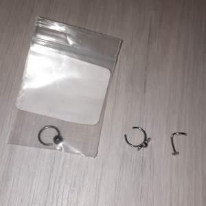 3 nya näspiercingar, endast testade. Ringen i påsen är en septumpiercing, lite för tjock för att ha i näsvingen❤ 1 för 15 eller alla för 35
