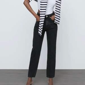 Mom jeans från zara i nyskick, använda fåtal gånger pga. fel storlek. Kom privat för egna bilder💘