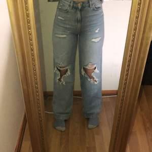Säljer mina jeans från h&m kommer tyvärr inte till användning längre. Är ca 160cm