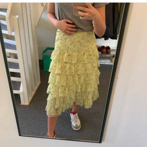 Så fin kjol som är jätte fin till sommar och vår😍